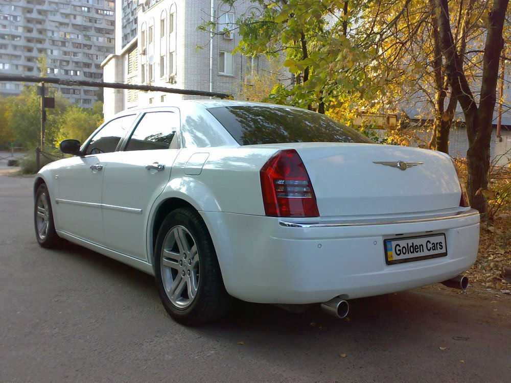 Chrysler 300C белый - фото 2