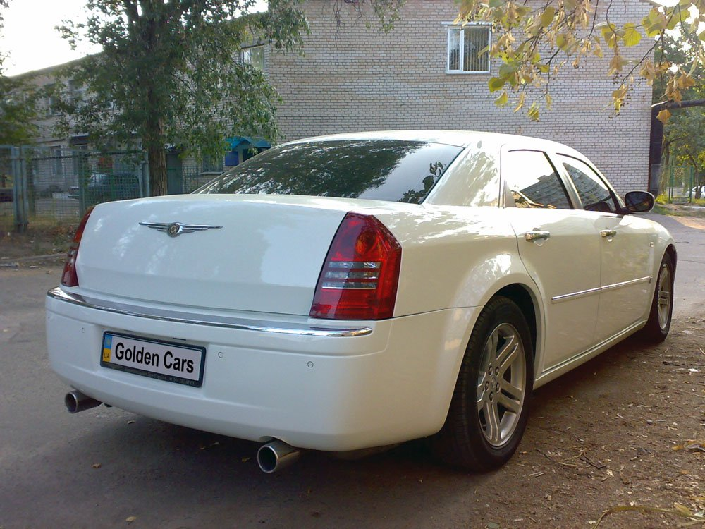 Chrysler 300C белый - фото 3