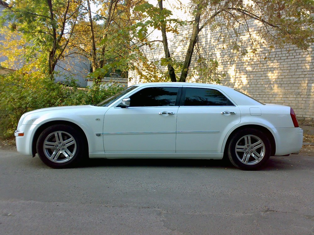 Chrysler 300C белый - фото 5